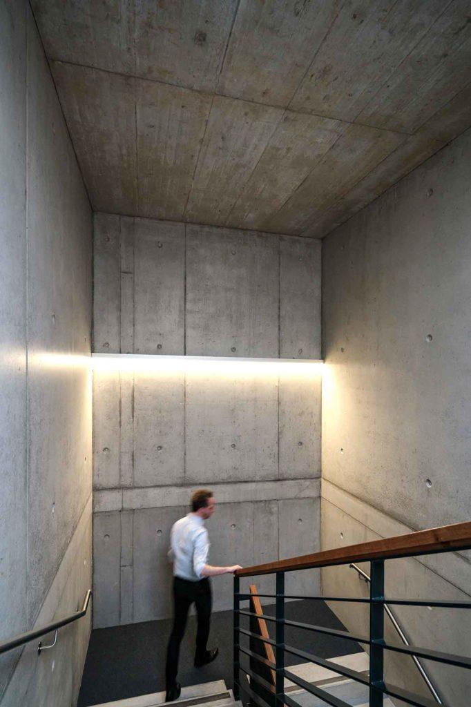 Bruerogebaude-NetComBW-treppenhaus